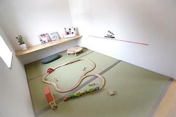 子どもの自由空間にもやさしい手触りの畳を