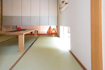 シンプルなラインでお部屋を粋で洒落た印象に